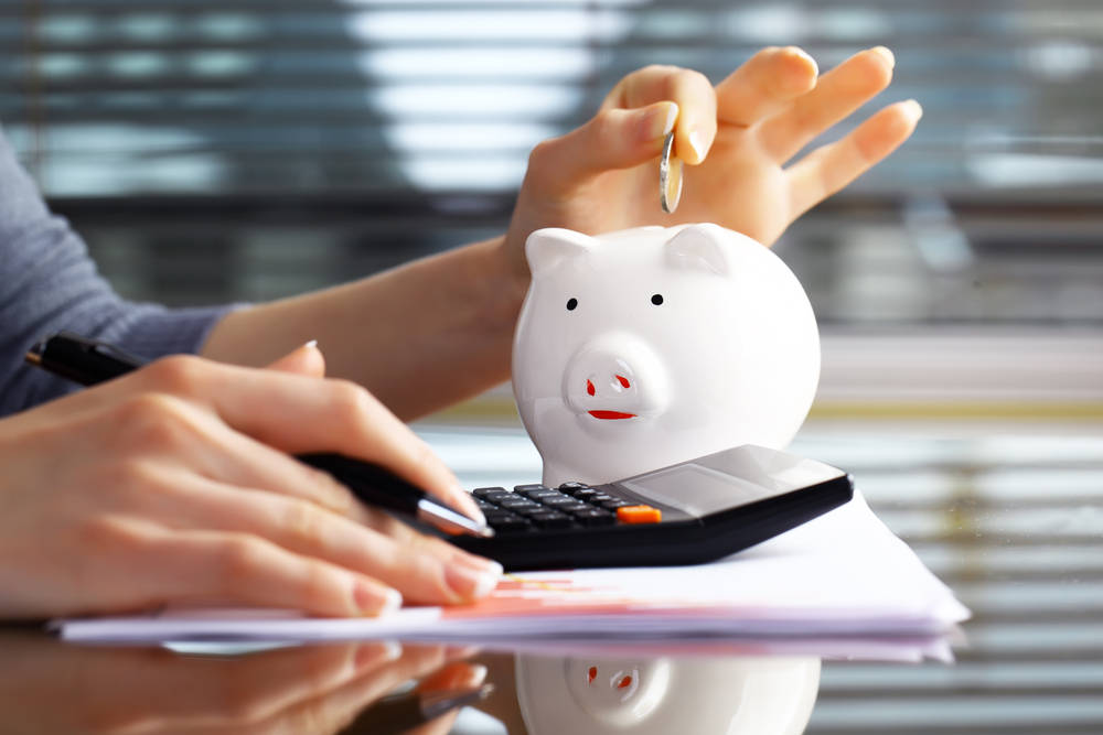 Advantages of a Roth IRA vs. Traditional Savings